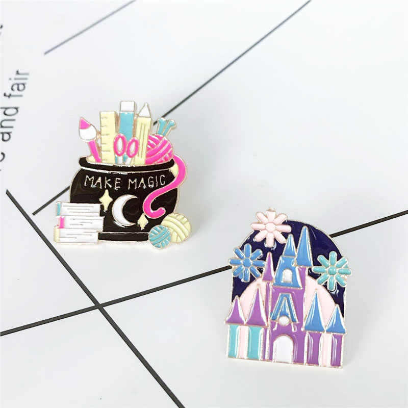Melengkung Castle House Enamel Pin Membuat Sihir Magic Jar Pensil Pesan Penguasa Bros Lencana Pin Klarinet Sihir Anak-anak Hadiah Perhiasan
