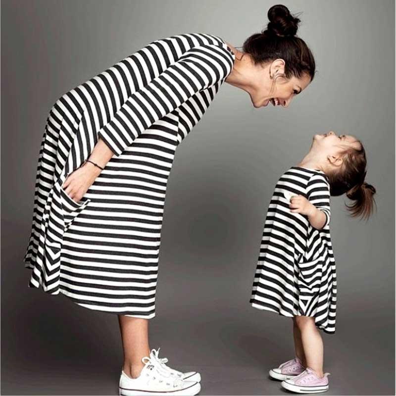 2016 семья соответствия мать дочь платья одежда полосатый мама и дочь платье дети родитель ребенок наряды