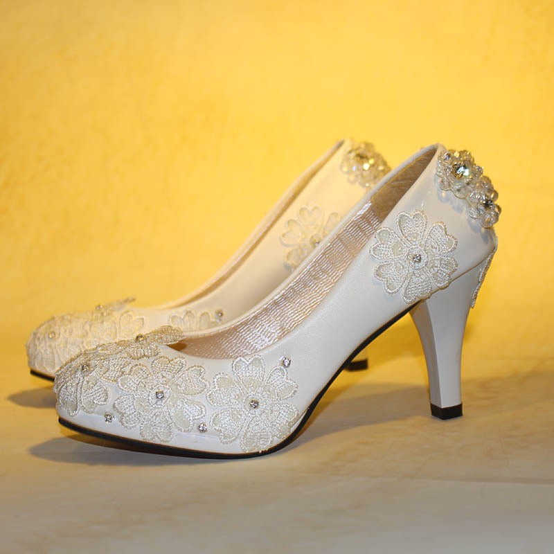 Фото Bridal party wedding shoes Ivory color high heeled milk white luxury rhinestones handmade lace flower wedding shoe