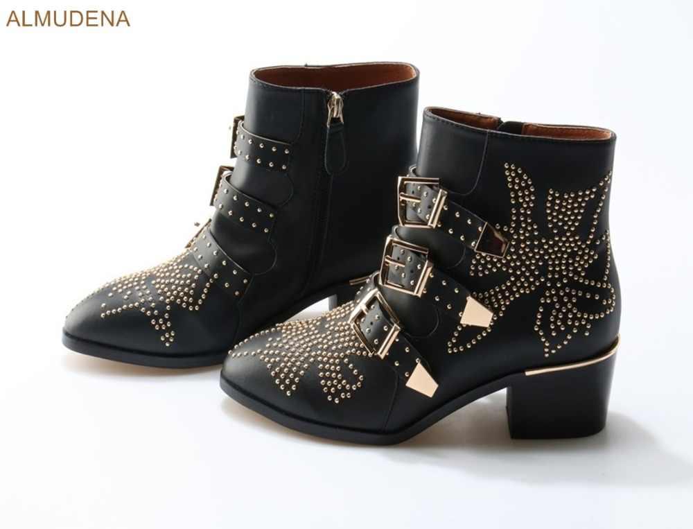 Альмудена Европейский Шик шипованные ботильоны Обувь на низком квадратном каблуке Полусапожки золотые серебристые заклепки пряжка на ремешке мотоботы US10