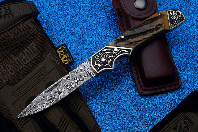 2018 New Free Shipping Swedish Powder Damascus Tactical Hunting Knife Self-defense Outdoor Camping High Hardness Folding Knives