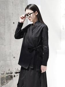 Image 3 - [EAM] 2020 חדש אביב סתיו V צווארון ארוך שרוול שחור רופף קצר מותניים תחבושת חולצה נשים חולצה אופנה גאות JI096