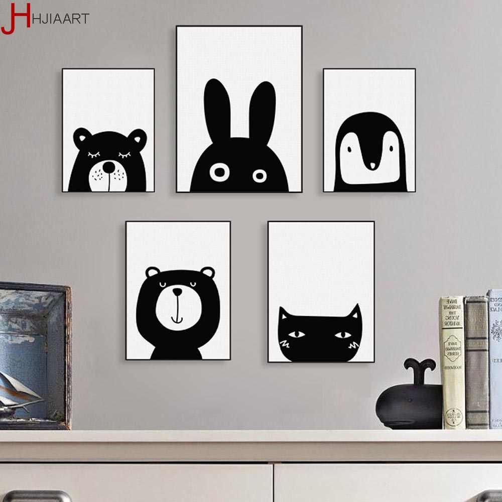 декор стены из черно-белых картинок ценится