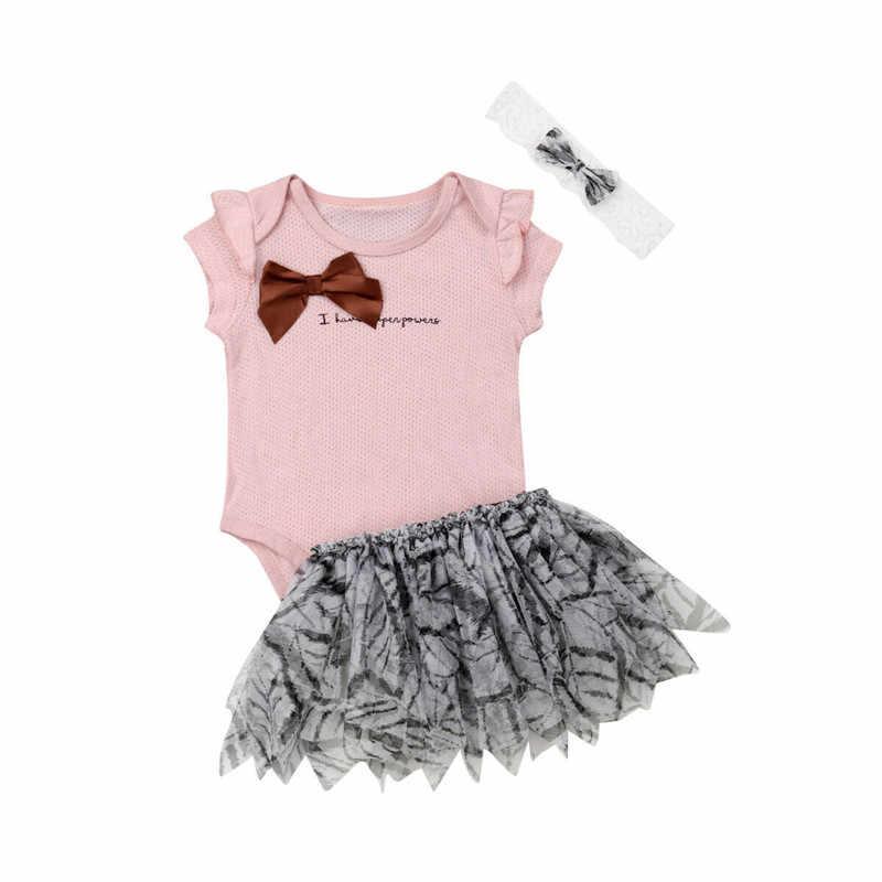 Милые наряды для маленьких девочек, одежда для новорожденных из 3 предметов, комбинезон с бантом и буквами, топы, фатиновая мини-юбка с цветочным рисунком, повязка на голову, комплекты для маленьких девочек от 0 до 24 месяцев