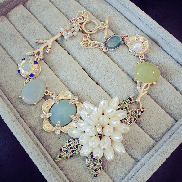 famous brand zinc alloy European fashion Green Flowers Pendant  statement Necklace female clavicle sweater chain girlfriend gift