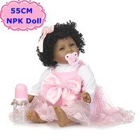 NPK Nueva 55 CM Negro Piel Bebe Reborn Boneca Peluches silicona Realista Rizos Del Pelo de la Muñeca Juguetes Para Niñas regalo de Cumpleaños/Navidad regalo