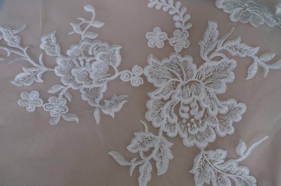 ᗗ10pcs off white lace applique embroidered peony lace applique
