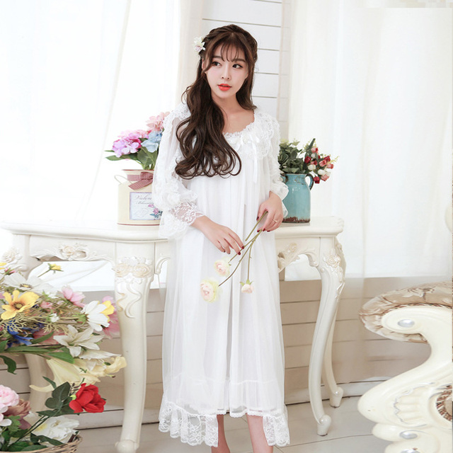 2017 New Lace Robe Set Women Long Nightgowns High Quality Vintage Sweet Princess Two-piece Sleepwear Sexy Home Nightdress 9013