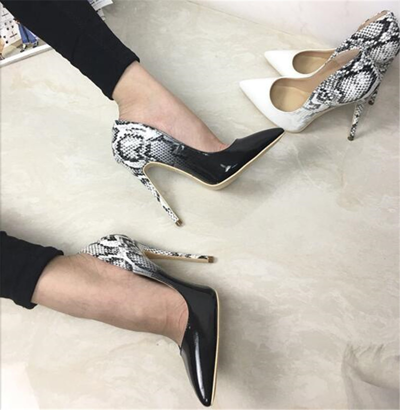 все цены на 2019 Summer Women Patent Leather Snakeskin Pumps Pointed Toe 8CM/10CM/12CM High Heels Slip-on Office Lady Pumps Wedding Shoes онлайн