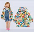 Niño hermoso, bebé de las muchachas/de la muchacha de la chaqueta floral, chaqueta de primavera tamaño 9 M para 4Y, capa impermeable ya prueba de viento