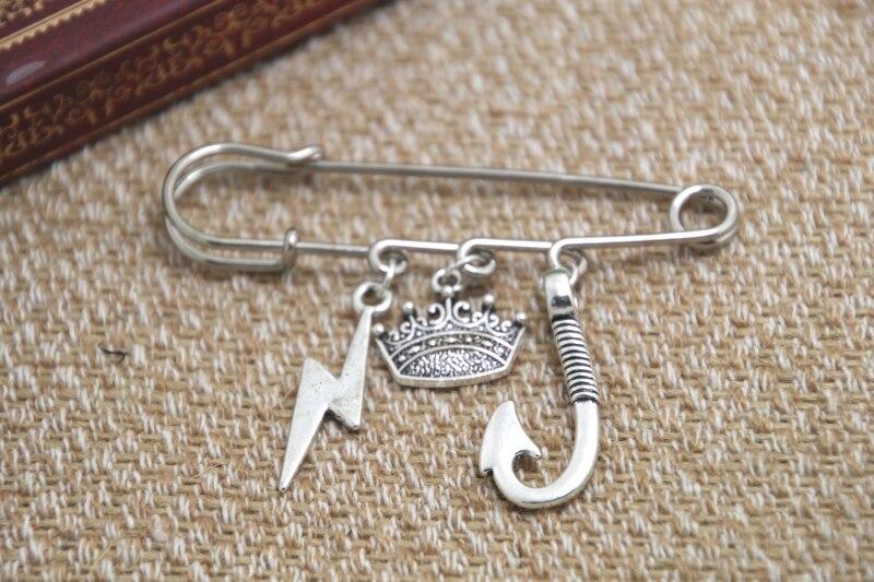 12pcs Shakespeare inspired King Lear themed charm kilt pin brooch (38mm)