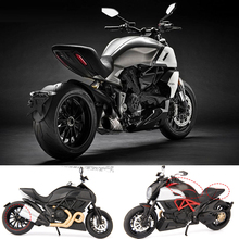 Hot scale 1:12 wheel metal model italy Ducati diavel diecast motorcycle pull back alloy toys with light and sound collection