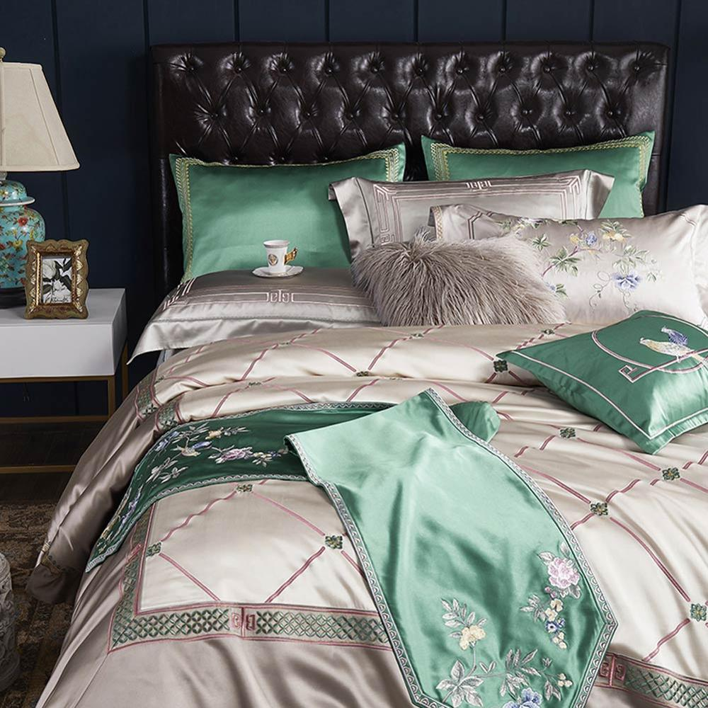 Image 2 - Svetanya luxury Brocade Bedding Set king queen double size Duvet Cover set-in Bedding Sets from Home & Garden