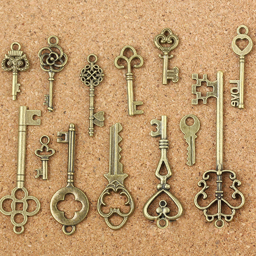 2020 Fashion 13Pcs/Set Antique Old Look Bronze Keys Vintage DIY Pendant Keychain Metal Charms Decorations Jewelry