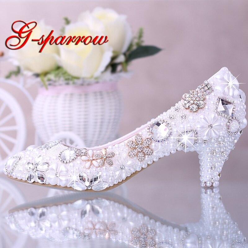 Ayakk.'ten Kadın Pompaları'de Lüks Zarif İmitasyon İnci düğün elbisesi gelin ayakkabıları Kristal elmas Orta Topuk ayakkabı Kadın Bayan Elbise Ayakkabı Beyaz'da  Grup 1