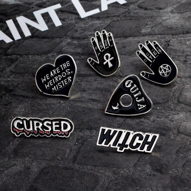 Broche de corazón negro de la mano de la historieta Ouija bruja somos los weirdos mister Pin hebilla chaqueta de mezclilla abrigo Pin insignia joyería regalo