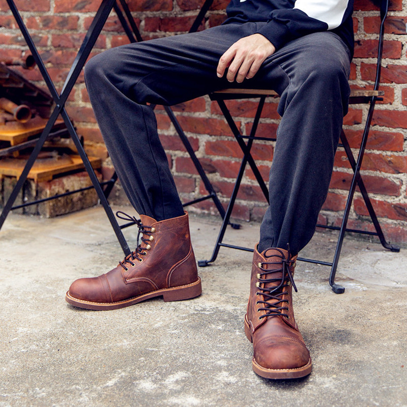 New Style Males Boots Motorbike Handmade Wing Real Leather-based Enterprise Wedding ceremony Boots Informal British Type Wine Pink Boots 8111