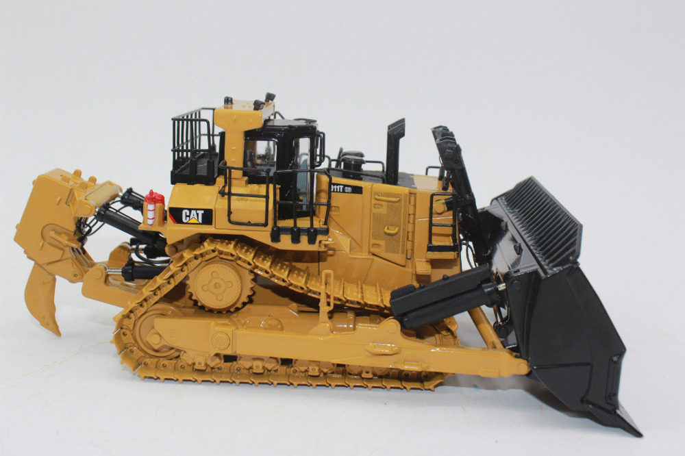 1:50 Scale Cat D11T CD Carry Dozer Track-Type Tractor De Diecast Masters DM85567