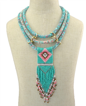 d00081be1736 Boho Indian Multi capas Collar babero Collar de resina hechas a mano con  cuentas borla largo flor declaración collares joyería africana