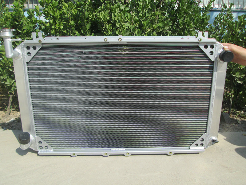 Cooling System Auto Replacement Parts Professional Sale High Performance 56mm 3 Row Aluminum Radiator For Nissan Patrol Gq Safari 2.8 & 4.2lt Diesel Y60 Firm In Structure