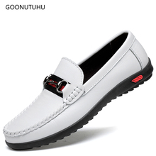 где купить Fashion men's shoes casual loafers man breathable slip-on genuine leather shoes men black & white driving platform shoes for men дешево