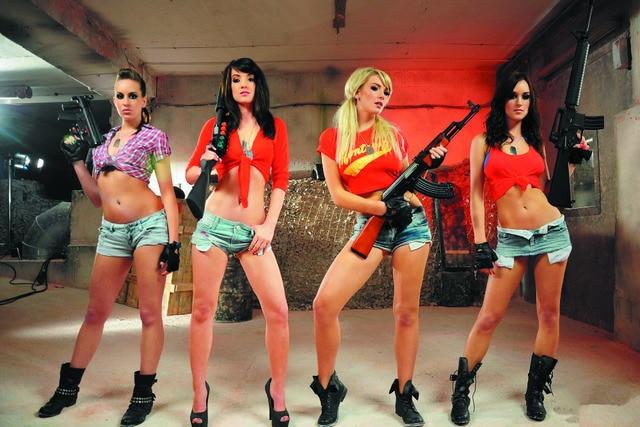 24X36ch Duke Nukem Cosplay Girls Guns Wallpaper Silk Cloth Poster Printing