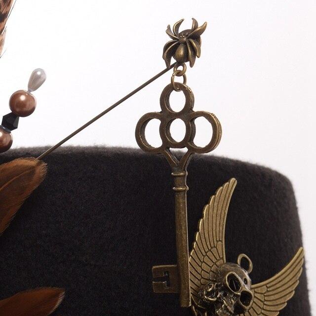 Шляпа в стиле стимпанк с очками и пером 1