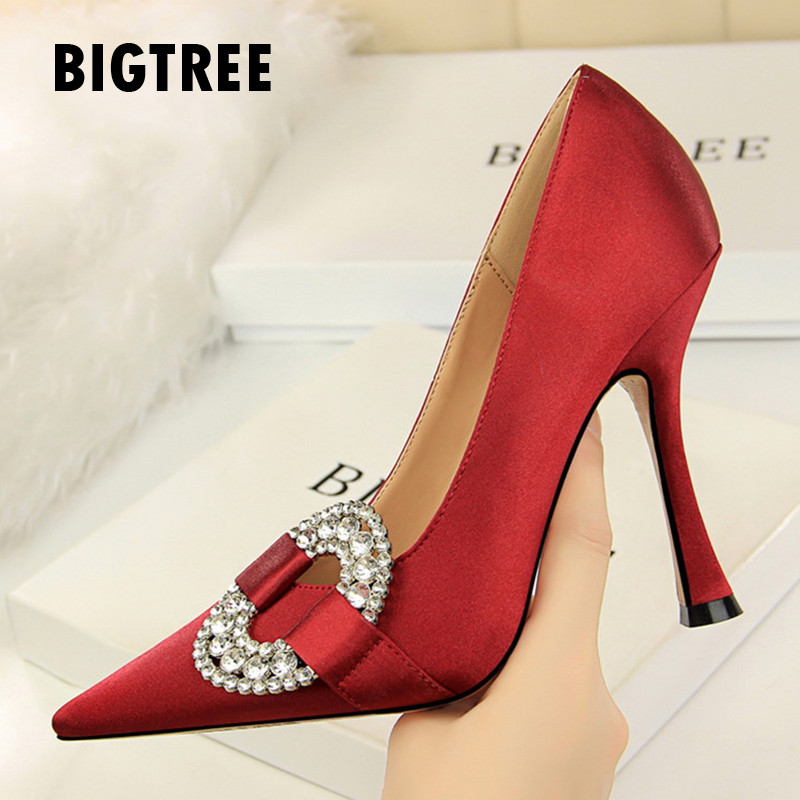 Classics Shallow Women pumps Vintage Round Decoration Crystal female thin high heels Autumn wedding Party shoes woman Zapatos basic pump