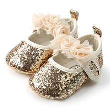 b27a1709115b4 Nouveau-né bébé fille chaussures paillettes paillettes berceau chaussures à  semelle souple Prewalker fête princesse