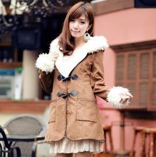 2014 Venda Venda Direta Longo Botão da Buzina Fino Meia 80% inverno 310 das Mulheres Doce Outerwear Berber Fleece Botão Da Buzina Lã casaco