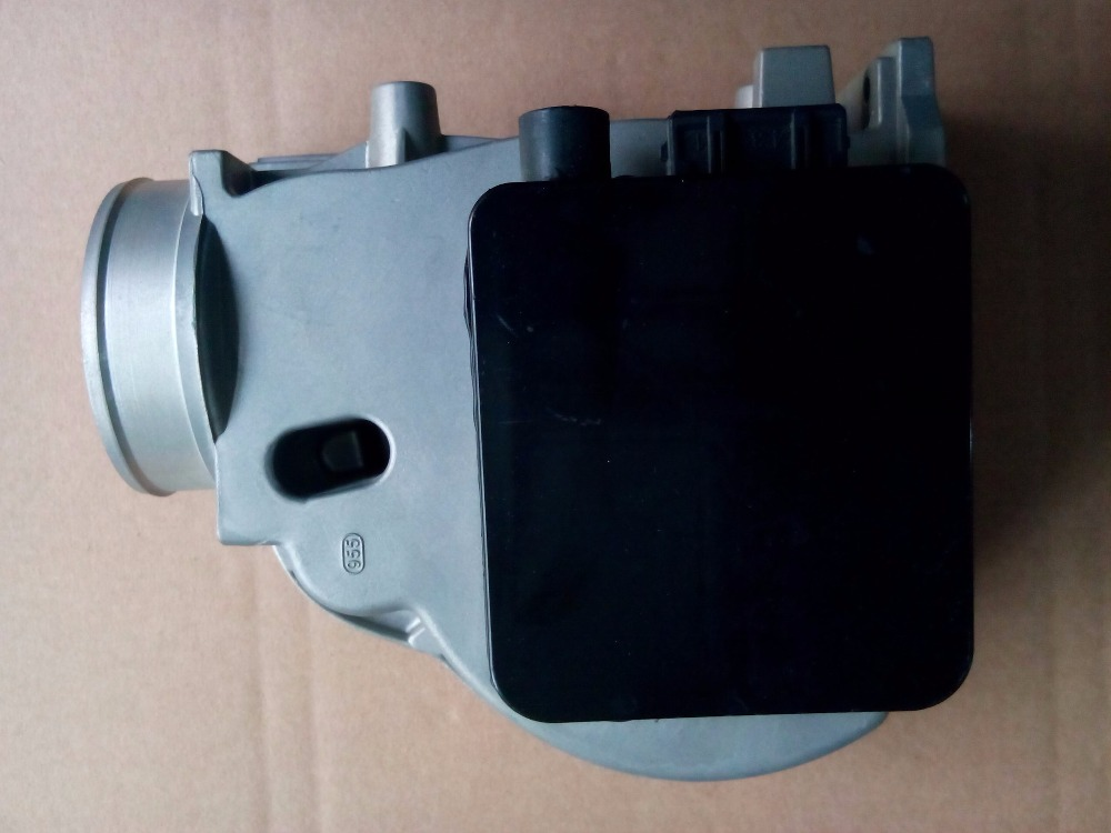 MAF MASS AIR FLOW SENSOR METER for AUDII PASSAT B4 GOLF VOLVO 0280202130 037906301C