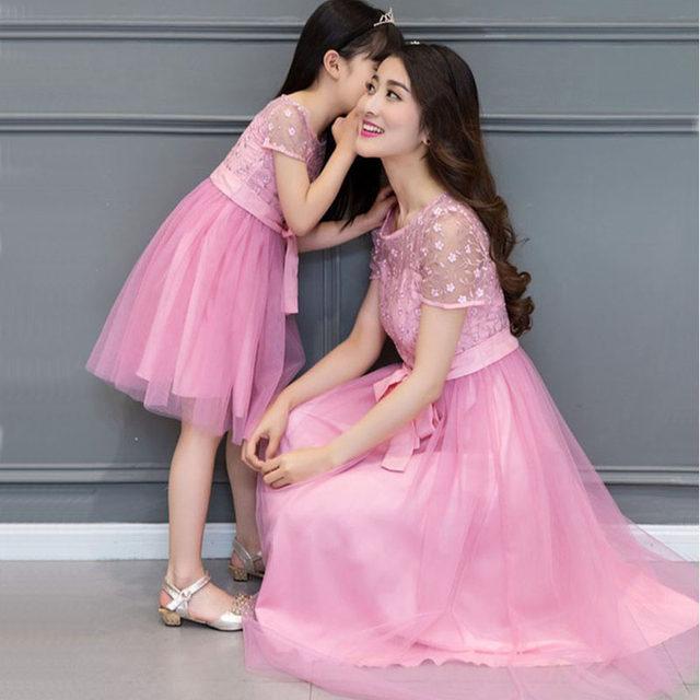 Matching madre hija vestido 2017 madre hija Encaje Vestidos para boda familia ropa vestido Mae e filha