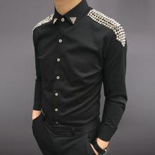 Модный бренд Повседневное Для мужчин рубашки Бизнес Slim Fit Черный и белый сценический Мужской рубашка для певца певец этап Для мужчин рубашки в полоску с заклепками