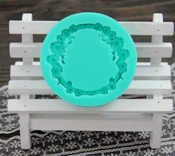DIY Baking Biscuit Mold Silicone Jelly Chocolate Fondant Cake Mold Clay Submit Circular Wreath Decorative Molding A500