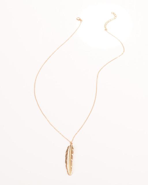 Długi naszyjnik z piórkiem