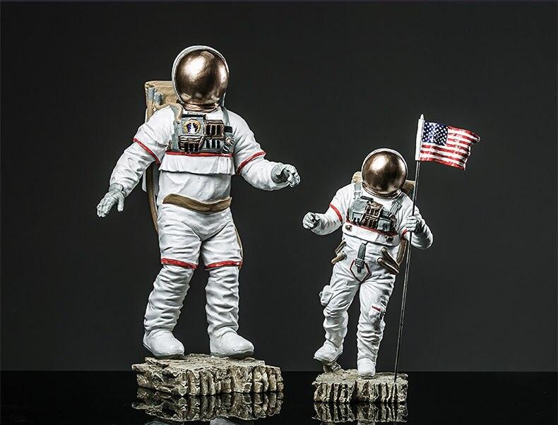 plastic astronaut figurines - 790×602