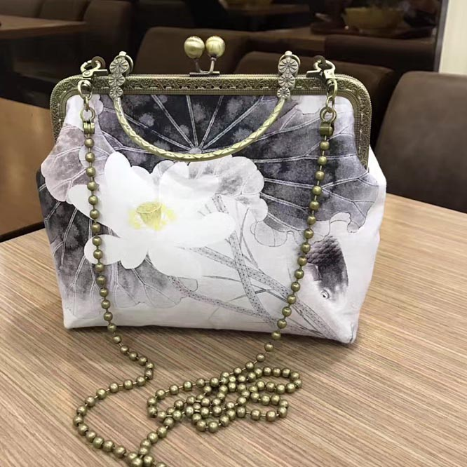 22*20*8cm Retro Bowling Purse Gold Frame Clutch National Flower Cotton Canvas Material Kit Shoulder Bag with Kissing Lock