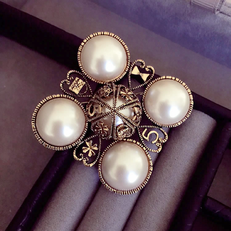 B201 Number 5 pearl vintage C style Famous Luxury Brand Designer Jewelry 2018 Brooch Pins Broach For Women Sweater Dress