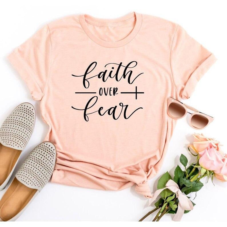 Camiseta de Fe sobre el miedo cristiana ropa de religión para las mujeres camisa de fe gráfica lema intrépido Vintage Grunge camisetas de chica