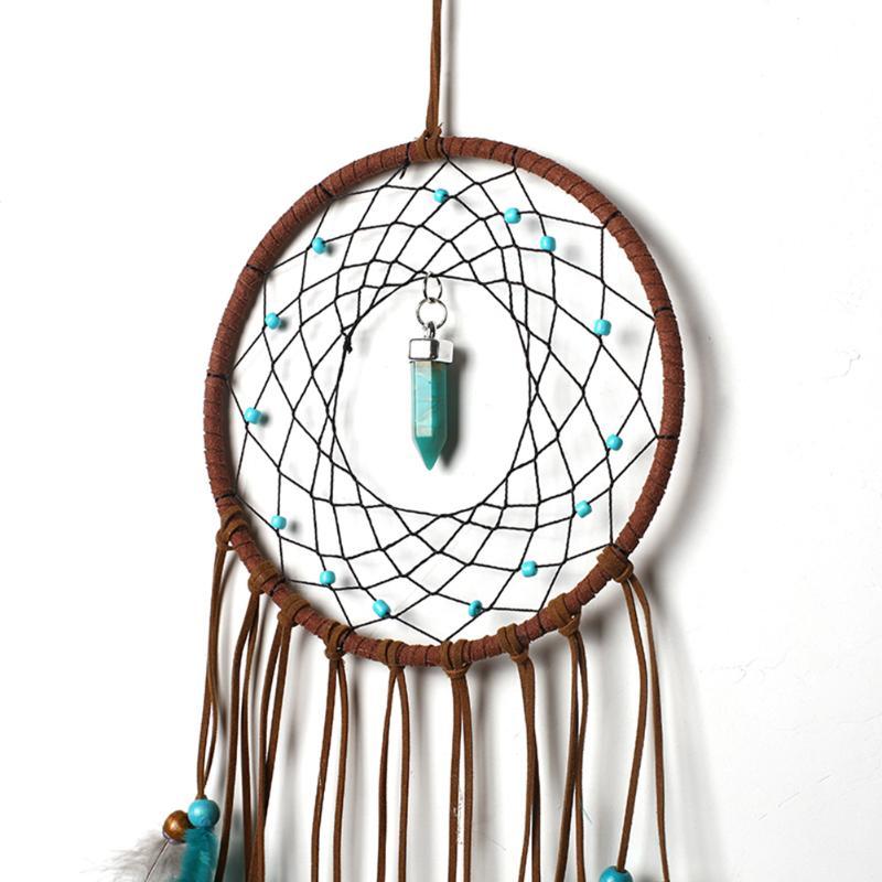 Attrape rêves plumes, cordes de velours, perles de bois, turquoise, gros plan sur l'anneau