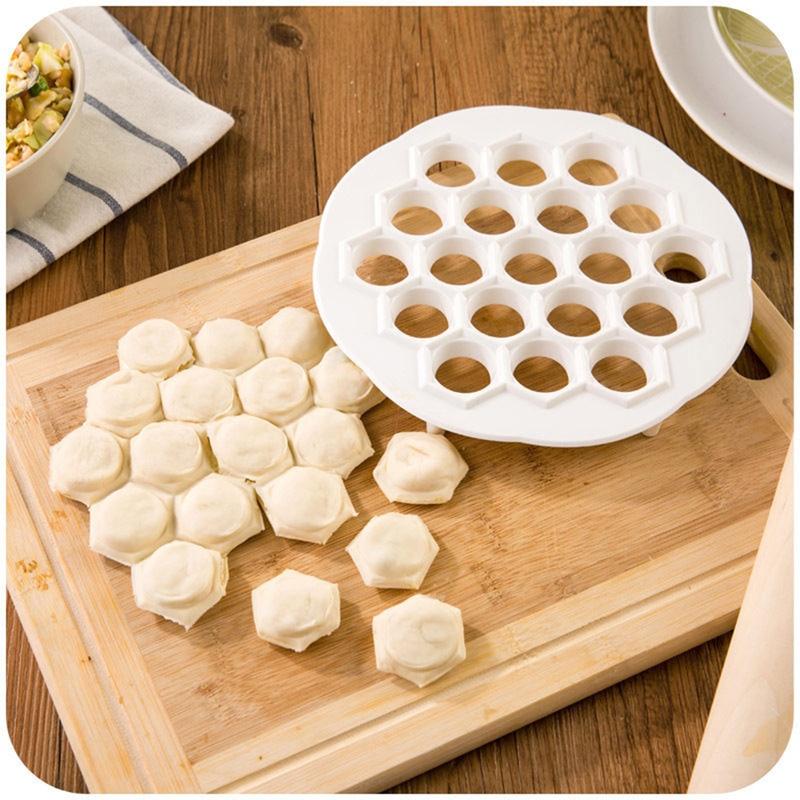 1 Stücke 19 Löcher Knödel-hersteller Küche Gadget Gebäck Werkzeuge DIY Weiß Kunststoff Knödelform Teigpresse Ravioli Form