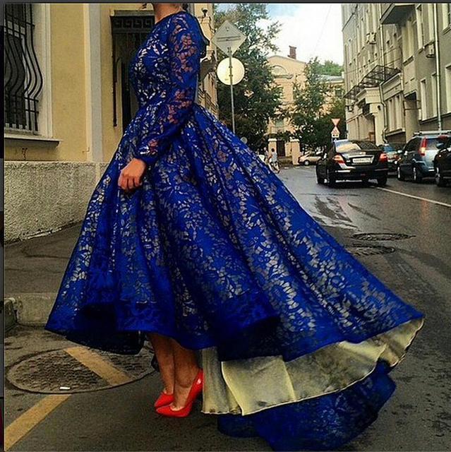 Alfombra roja se Viste 2017 vestido de Bola de Cuello Alto de Manga Larga Azul Real de Encaje Alto Bajo Barato Famoso Imitación Vestidos De La Celebridad