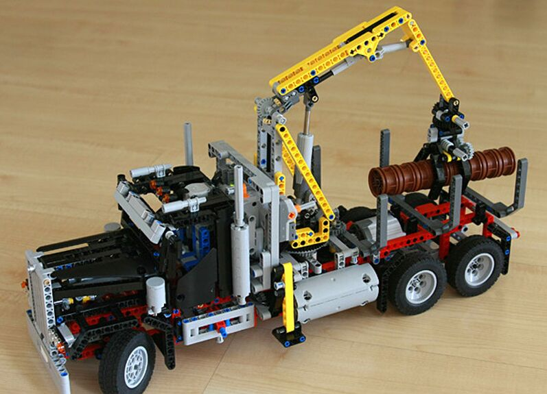 Lepin 20059 1338Pcs Technic Mechanical Series The Logging Truck Set Children Educational Building Blocks Bricks Toys Model 9397 lepin 20059 1338pcs technic mechanical