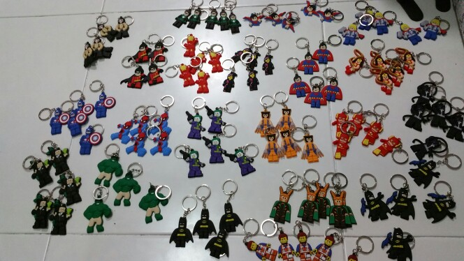 Image 3 - 100pcs Cartoon Figure Marvel Super Hero Key Chain PVC Anime Batman Key Ring Kids Toy Pendant Keychain Hulk Key Holder Xmas Gift-in Key Chains from Jewelry & Accessories