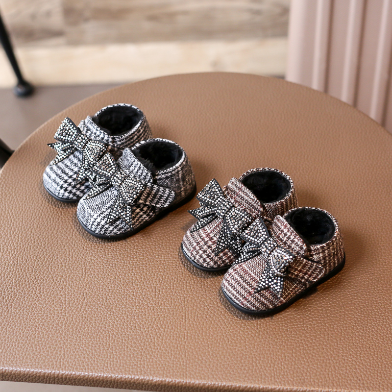 Nauhutu Cute New Born Baby Girls Shoes Rhinestones Deluxe Bow knot  Moccasins Lovely Infant Warm Footwear Winter Little Booties -in First  Walkers from Mother ... 3d0d972850da