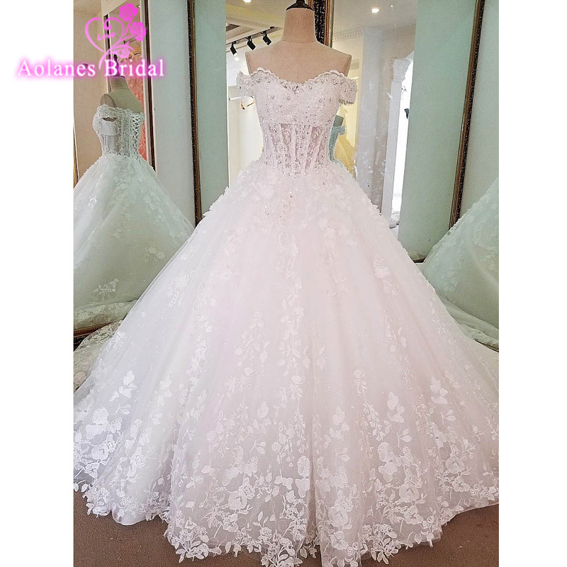 New Design Ball Gown Appliques Royal Train Wedding Dresses 2017 Strapless Neck Beaded  Lace Up Back Sexy Vintage Wedding Gowns