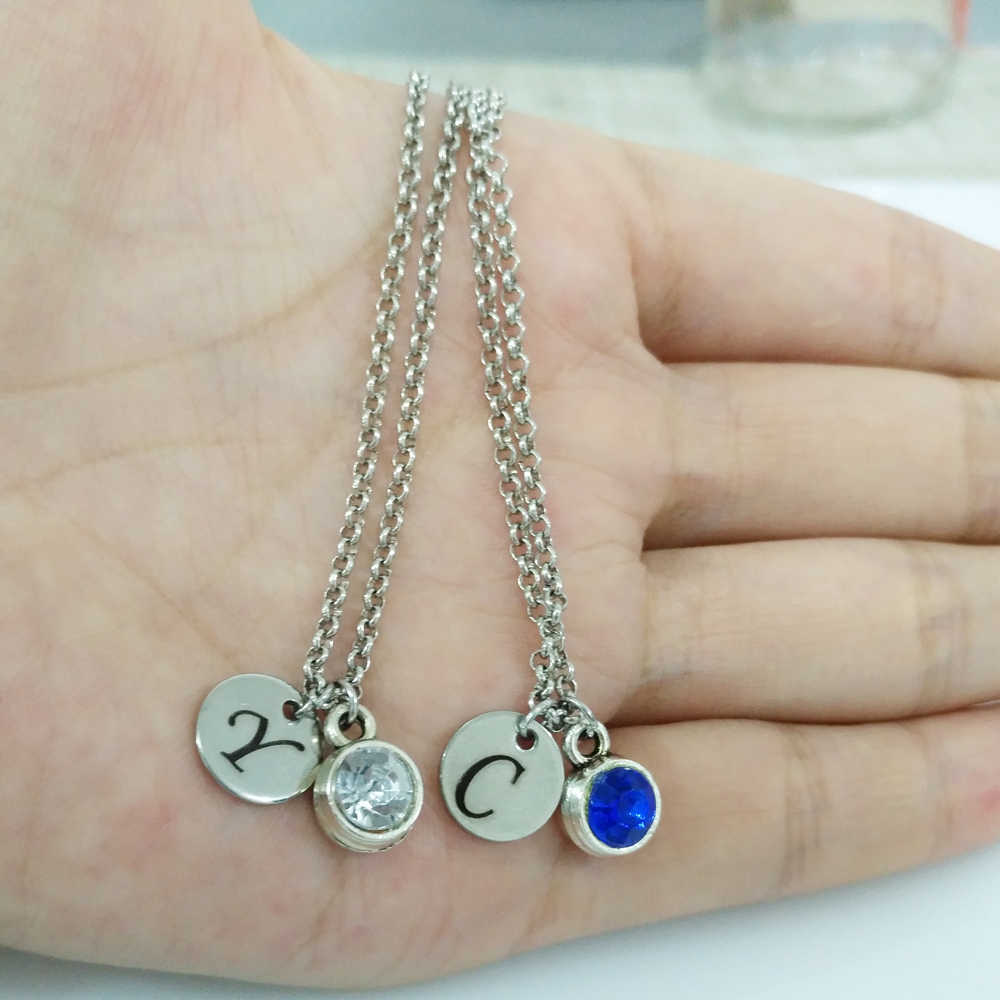 カスタマイズされた刻ま A-Z 26 イニシャルネックレスの女性シルバー誕生石ディスクカップルのための友人の誕生日プレゼント