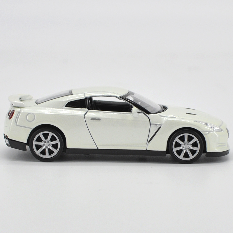 High Simulation Supercar136 Scale Alloy Pull Back Mars Nissan GTR CarsCollection Metal Model Toysfree Shipping In Diecasts Toy Vehicles From Toys