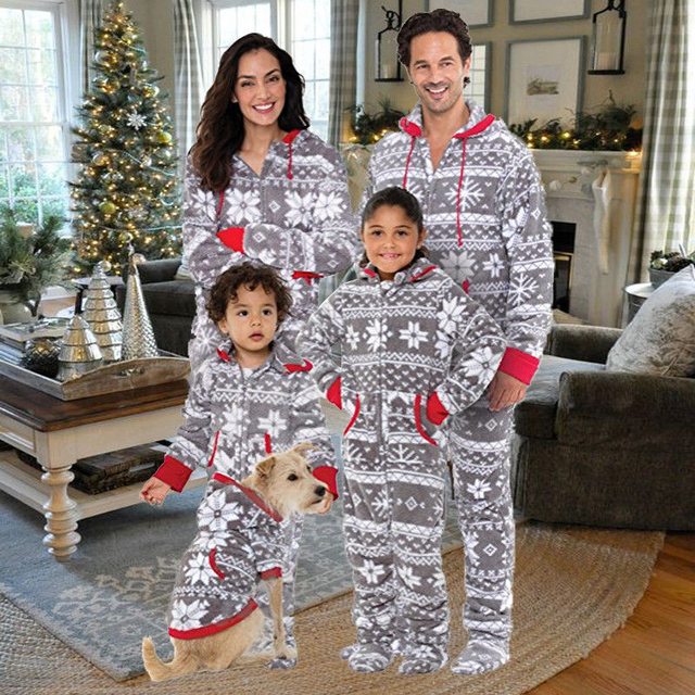 Family Matching Christmas Pajamas Set 2017 New Bebes Xmas Women Man Baby  Kids Print Sleepwear Nightwear Hot Family Match PJS Set 8db4c3a85