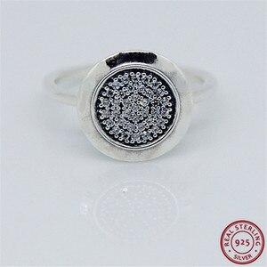 Image 1 - 925 prata esterlina clássico assinatura anéis de instrução para mulher jóias característica central brilhante disco pave conjunto claro cz flr021